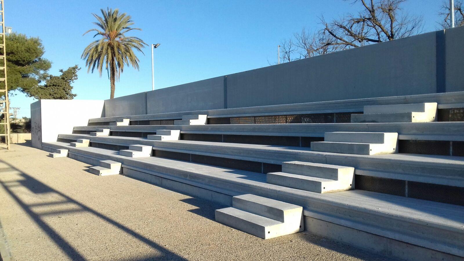 El Polideportivo Municipal ya cuenta con sus nuevas gradas.