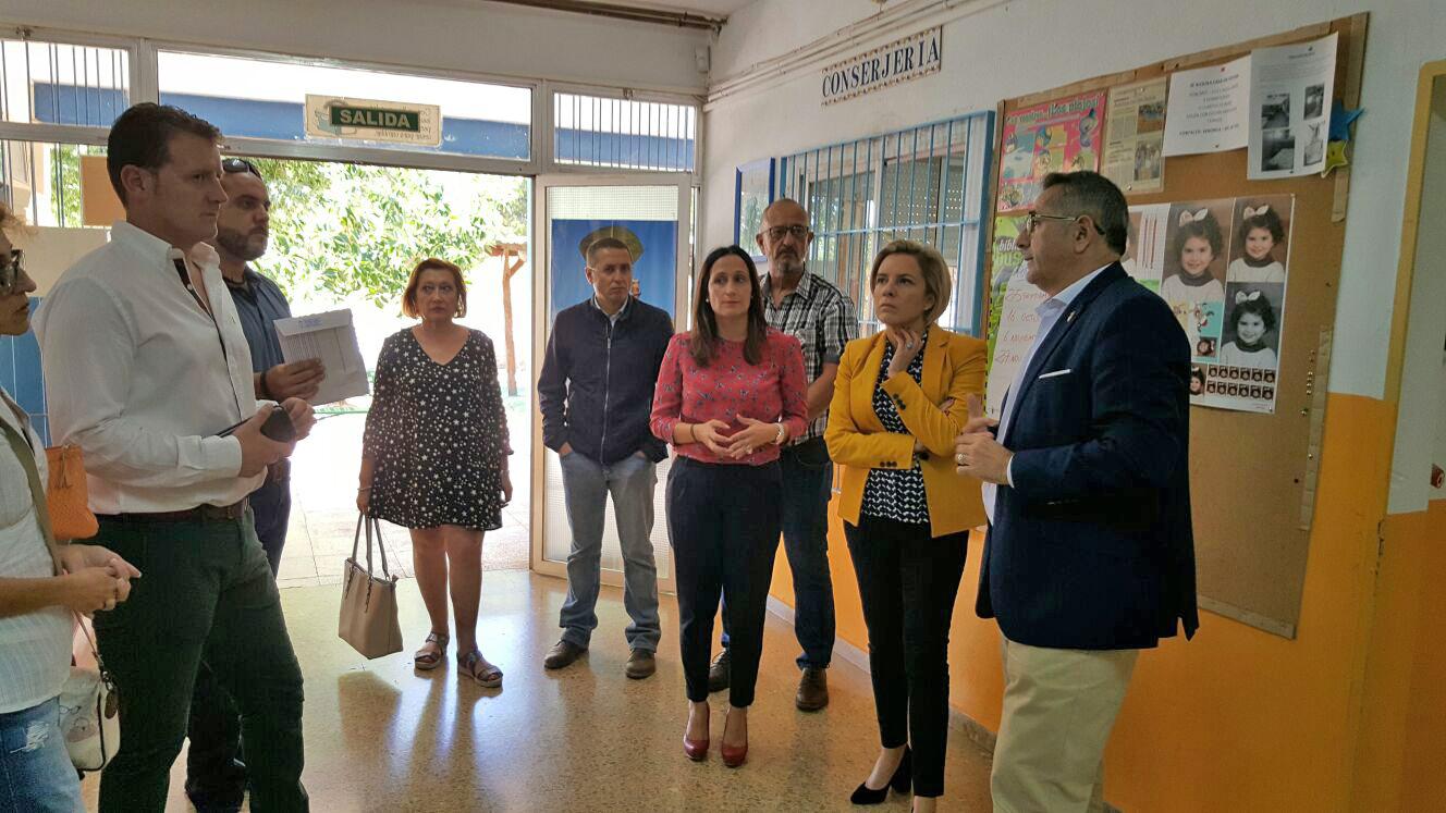 El Alcalde pide a la Consejera de Educación mayor inversión para los colegios públicos del municipio